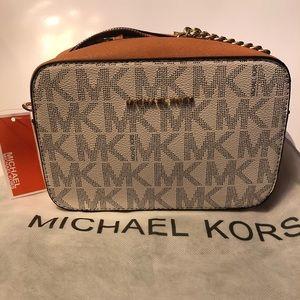 NWT Michael Kors Jet Set Chain Shoulder Bag